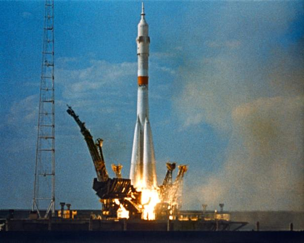 Soyuz 19 S75-33375-large