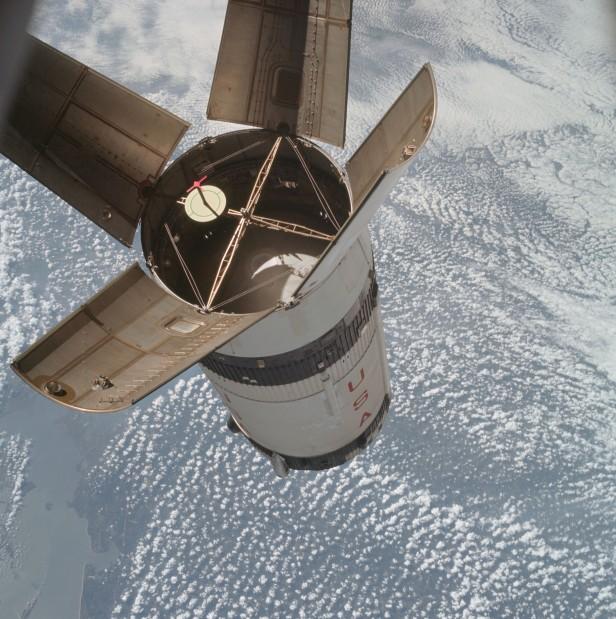 Apollo 7/S-IVB Rendezvous in space