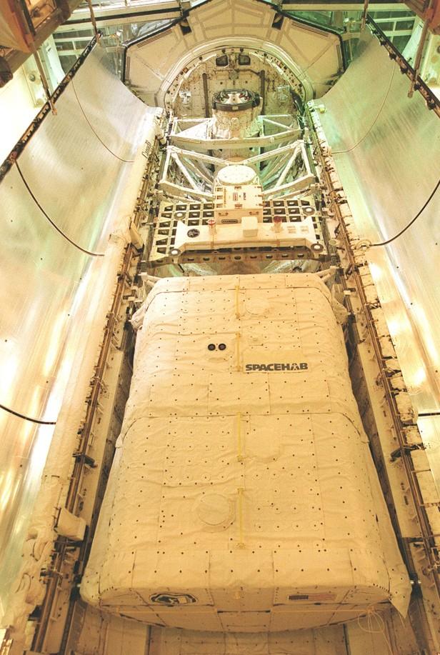 Spacehab STS-106 KSC00pp1164_orig