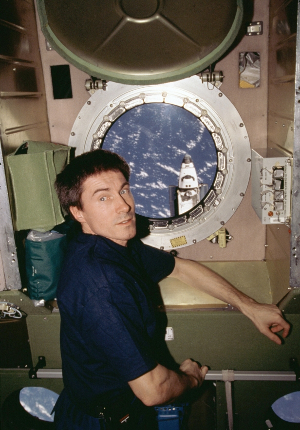 STS-98 0202500_orig