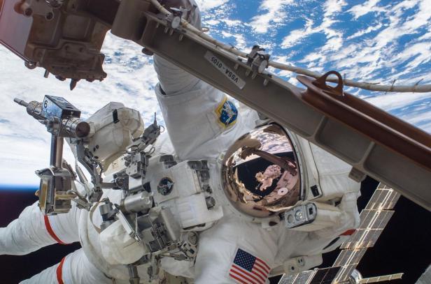 STS-116 Curbeam EV1 iss014e09523_medium
